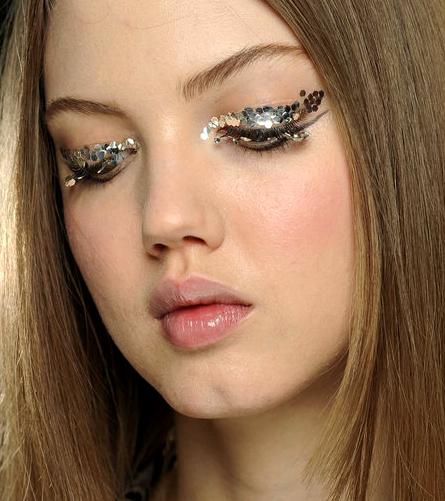 gallery_big_chunky-glitter-eye-makeup-chanel