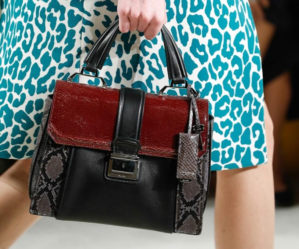 handbag-in-pitone-miu-miu