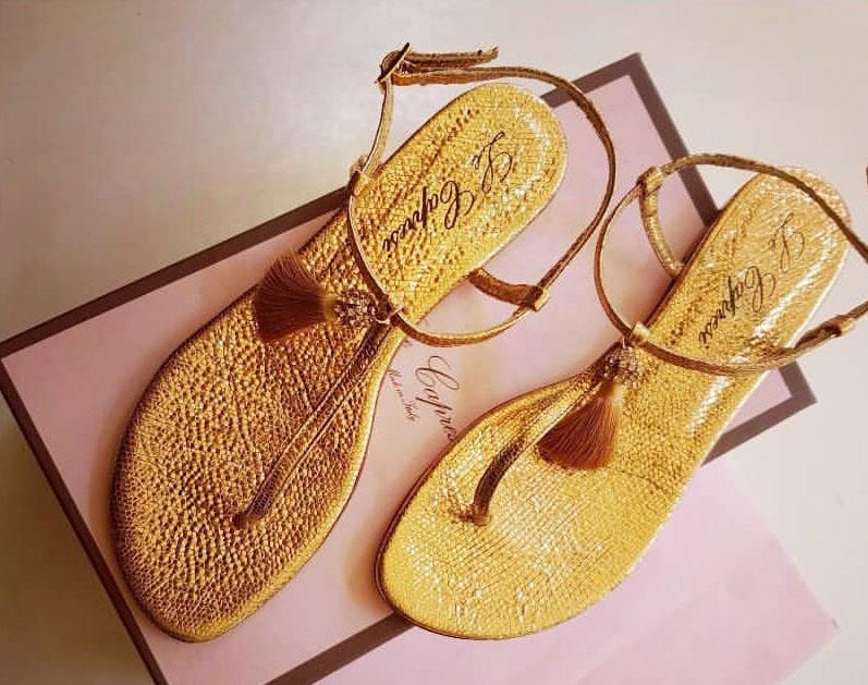 sandali con le nappine stile etnico